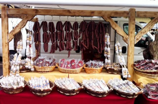 Südtiroler Speck auf Wochenmärkten in Südtirol